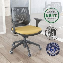 Cadeira Executiva Beezi com braços reguláveis